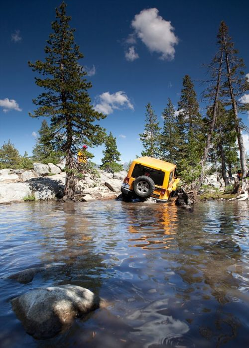 2012-Jeep-Wrangler-rear-view-come-out-of-water